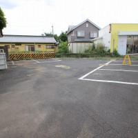 建物前と横が駐車スペースです。